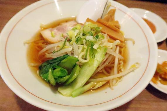 東京情熱餃子のラーメンストレートの細麺
