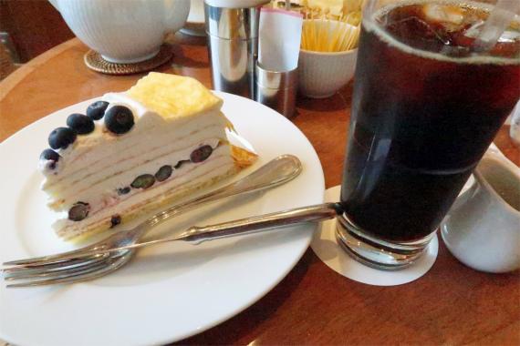 HARBS(ハーブス)のケーキとアイスコーヒー