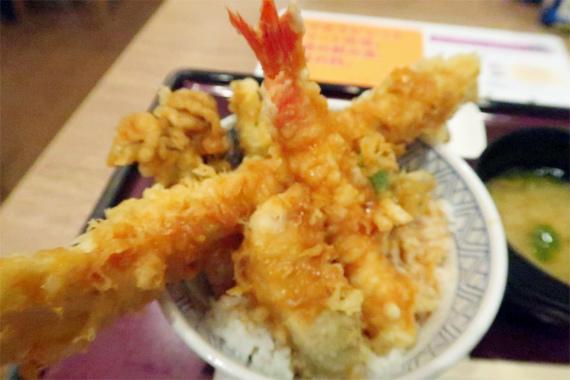 小田原港直送の新鮮なネタを使った天丼