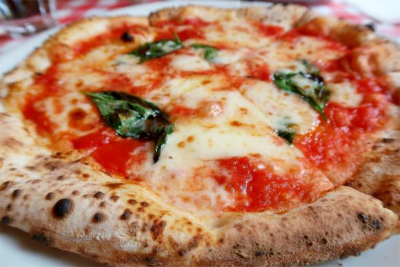 キアッキェローネのピザマルガリータ