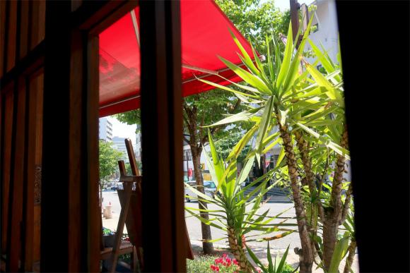 キアッキェローネ窓の外の景色