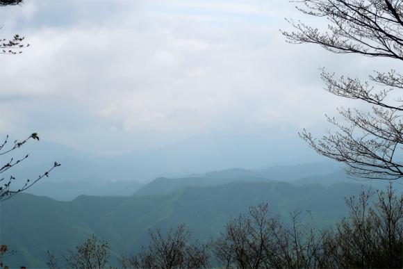 三頭山の山頂から富士山を見ることが出来る