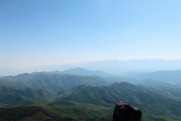 瑞牆山から見る奥秩父の山並み