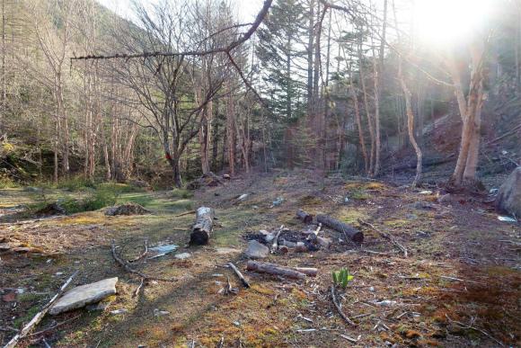 造林小屋跡
