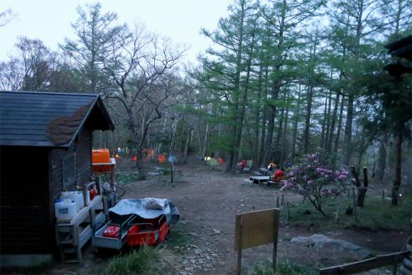 朝の富士見平小屋の様子