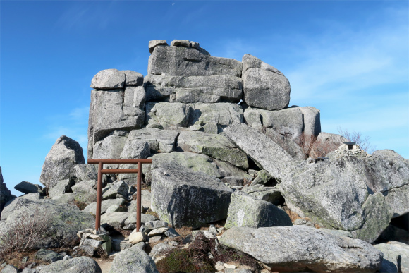 金峰山山頂と五丈石周辺の景色