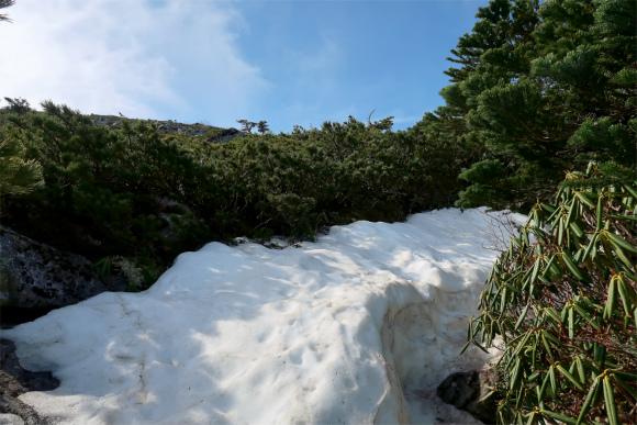 金峰山小屋残雪
