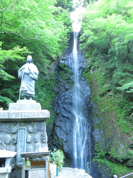 七面山登山口の近く白糸の滝