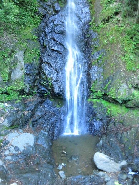 白糸の滝でお萬の方滝行