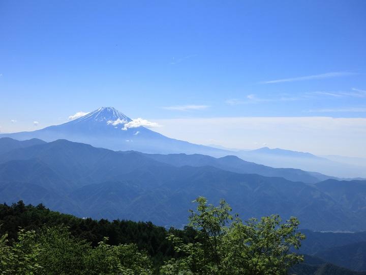七面山への登山ルート上富士山の景色