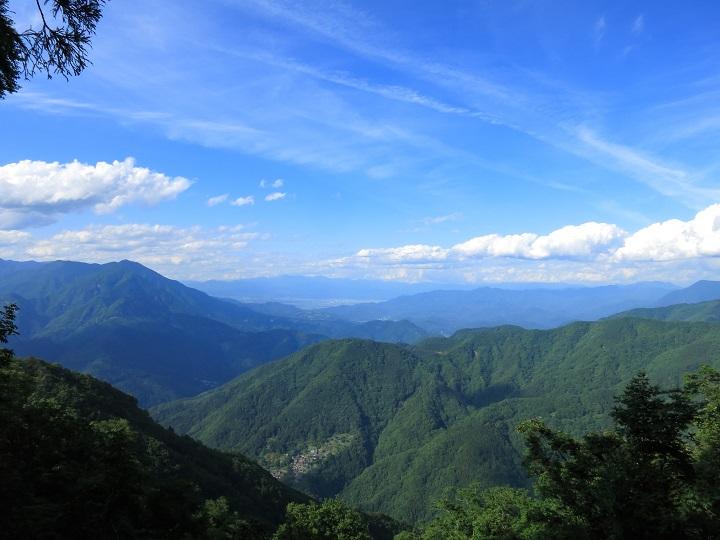 七面山敬慎院への登山ルート下山