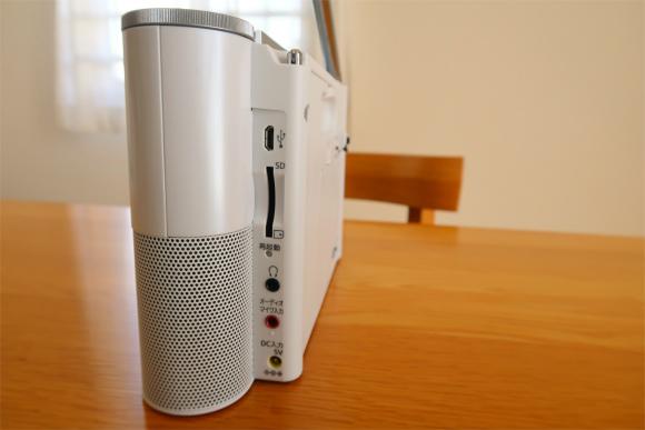 ソニーポータブルブルラジオレコーダーICZ-R260TVの右側面