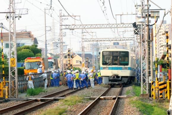 小田急線が脱線事故