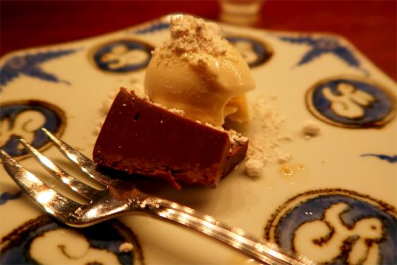 カフェ鈴木注文したチョコレートケーキ