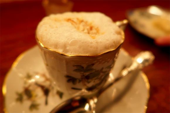 注文したカフェ・鈴木のカプチーノ