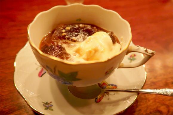 苦い中にもコクがあるアイスコーヒーにソフトクリーム