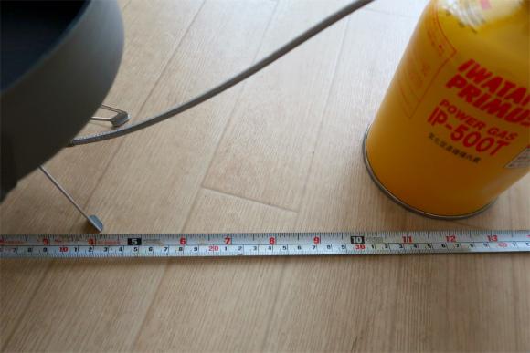 フライパンの幅は、約7cm、5cmほどボンベと離れている