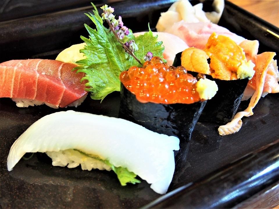 日本料理店の季節の特上握り寿司