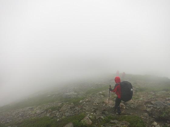 雨の日の登山は視界が悪く道迷い