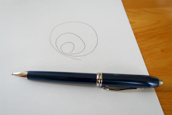 クロスのボールペン滑らかなインクの出