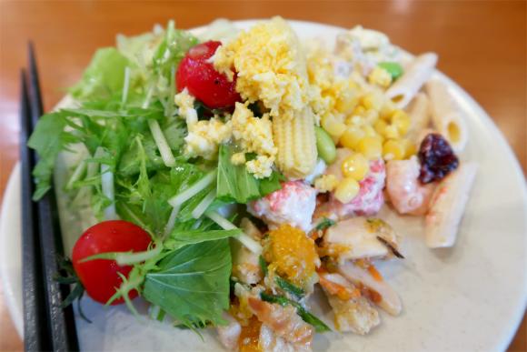 シズラーのサラダバーサラダもフレッシュで種類も豊富