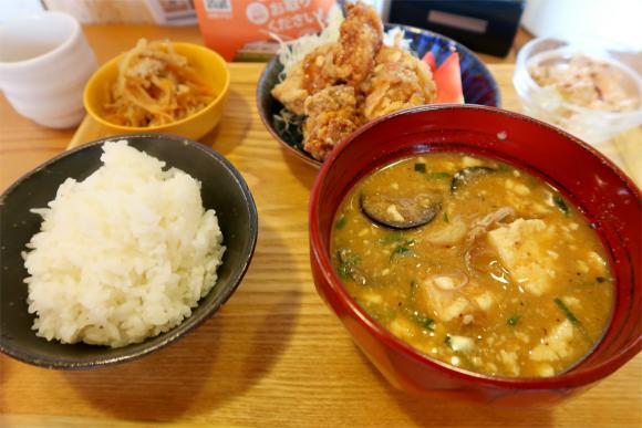 山田食堂ランチ唐揚げセット