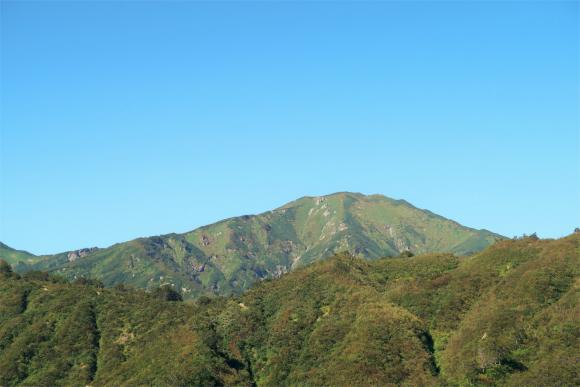 地蔵岳付近から見る飯豊山