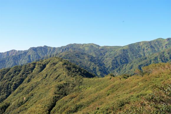 切合小屋へ続く飯豊の稜線