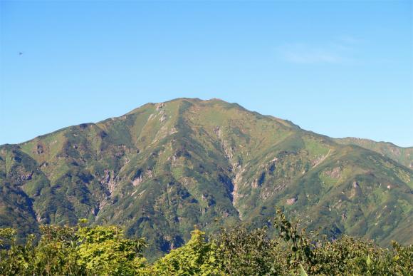 地蔵岳の山頂天気が良いと飯豊山の絶景が見える