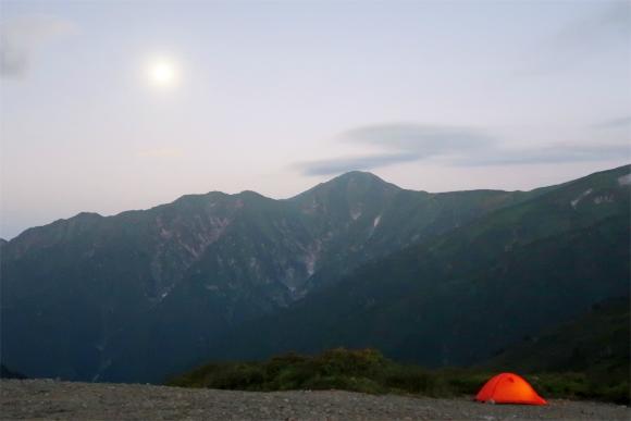 大日岳と満月のコラボ