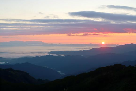 飯豊山の夜明け景色