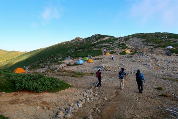 飯豊本山小屋のテント場