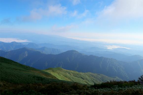 飯豊本山小屋のテント場からの景色