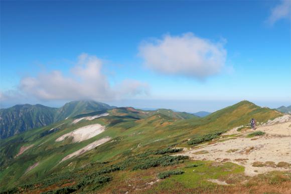 右のピークが飯豊山の山頂
