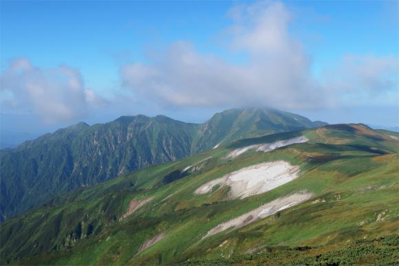 大日岳の雲が取れてきた
