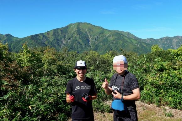 地蔵岳から登ると飯豊山の景色