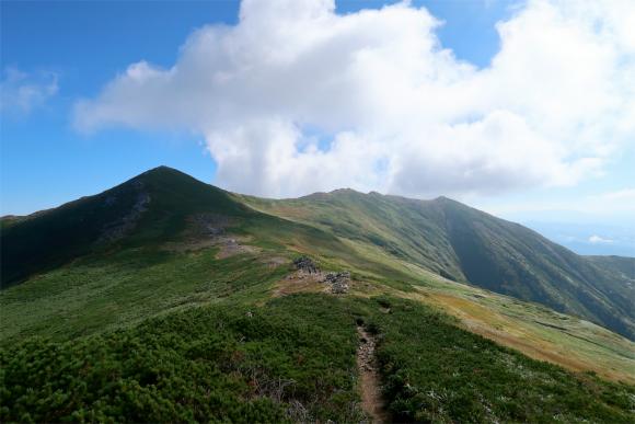 飯豊連峰らしい素敵な稜線