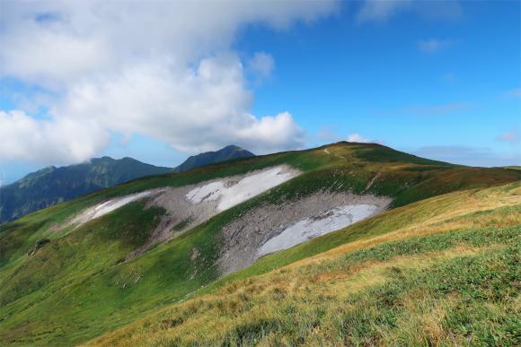 残雪と大日岳のコラボ