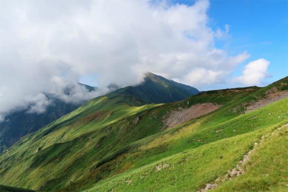 邪悪な雲が大日岳を包み込んでいる