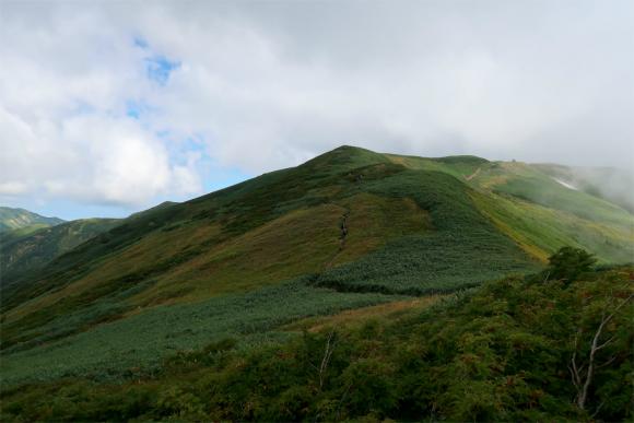 大日岳までも飯豊連峰らしい縦走路の景色