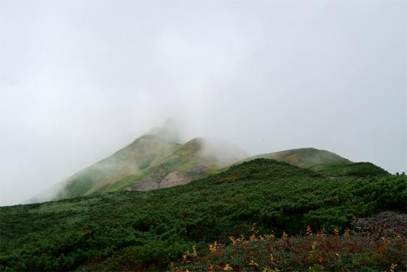 飯豊連峰最高峰の大日岳飯豊山並み