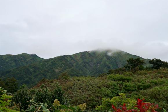邪悪な雲が地蔵岳に迫っている