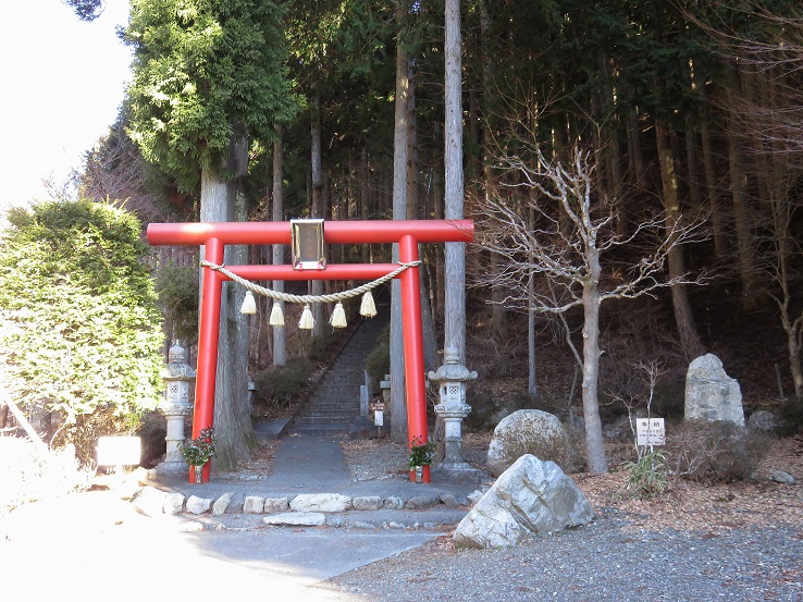 石割山神社駐車場から石割神社を経由して石割山登山