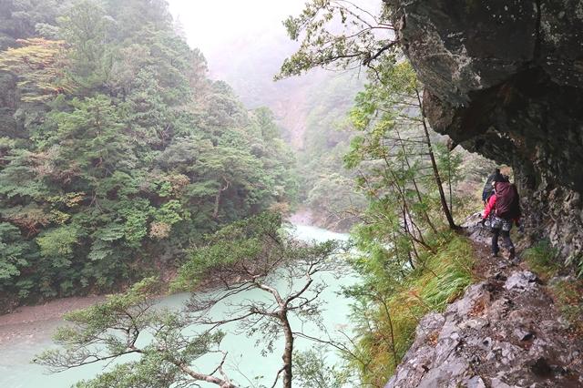 大杉谷ルート左側に落ちると崖