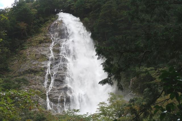 千尋滝名瀑の景色