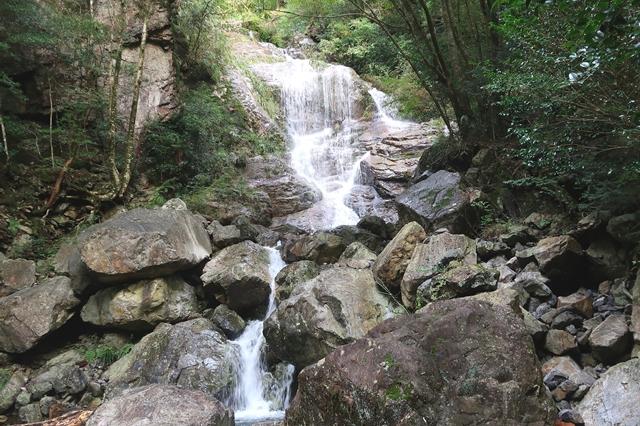 大台ヶ原方面登山道が滝