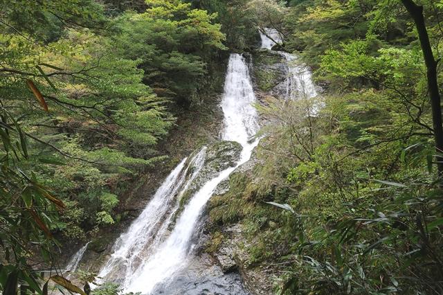 与八郎滝も優美で綺麗