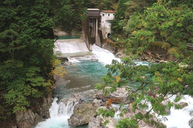 堂倉滝近くのダム
