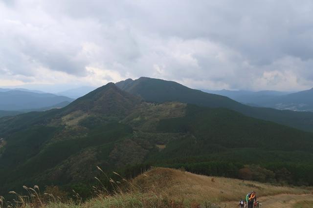 亀山から二本ボソ小屋を目指し