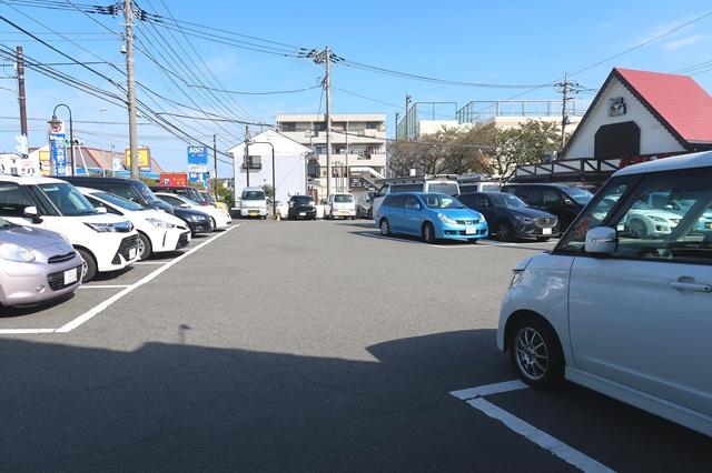 ビッグボーイ伊勢原店の駐車場